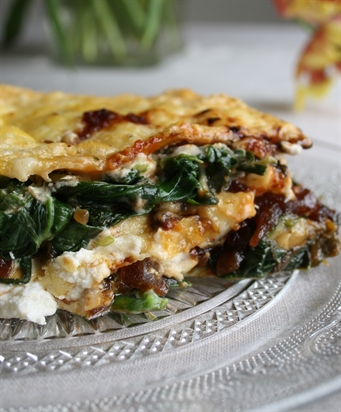 Speedy Spinach & Caramelised Onion Lasagne (V)